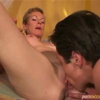 Lick mature woman pussy