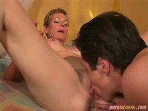 Lick mature woman pussy