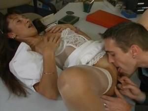 Guy licks pussy mature brunette